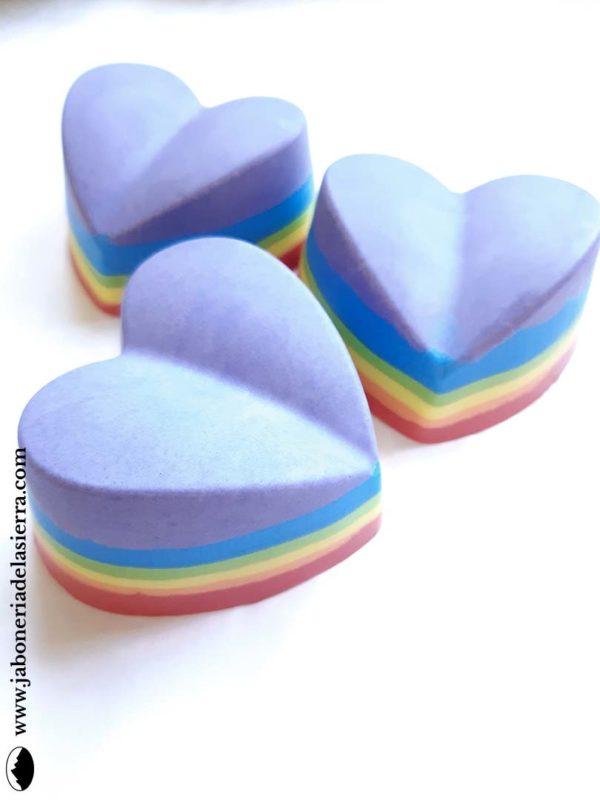 Jabón arcoiris en forma de corazón